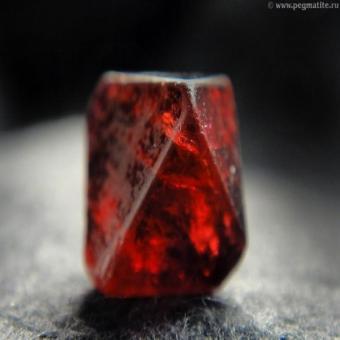 Рубиновая шпинель