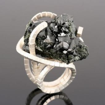 кольцо с Касситеритом