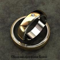 Парные свадебные кольца из комбинированного метала с бриллиантом